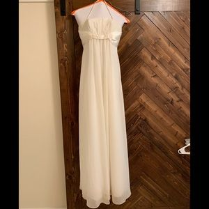 White sleeveless bridesmaid dress